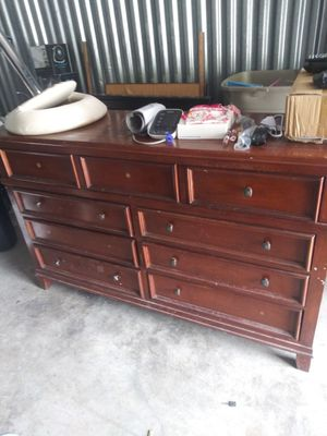 Large dresser with mirror for Sale in Orlando, FL