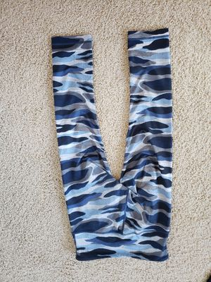 LULULEMON WUNDER CROP PANTS NAVY CAMO SIZE 4 for Sale in Issaquah, WA
