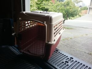 """Medium Dog Kennel Crate Carrier Airline Approved like New 28"""" L by 20"""" W by 24"""" H for Sale in Federal Way, WA"""