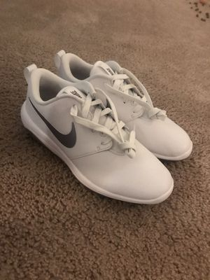 Nike roshe women's golf shoes NEW SIZE 7W for Sale in Hales Corners, WI