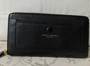 Beautiful Marc Jacobs New York Leather Wallet for Sale in Manchester, CT
