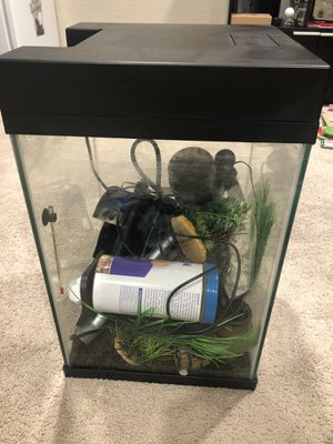 10 gallon fish tank with everything included for Sale in Federal Way, WA