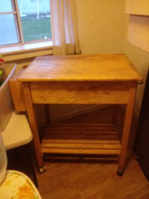 Wooden cuttingboard/counter..also has wheels for Sale in Lodi, CA
