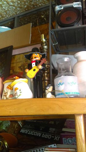 Lots of vases Collectibles toys artwork and much more you can come check out the merchandise everything must go cheap I'll check it out for Sale in Tampa, FL