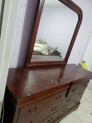 Chest of drawers for Sale in Miami, FL
