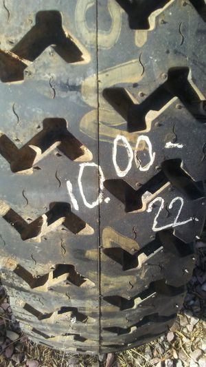 10.00-22 one nearly new tractor tire for Sale in Mesa, AZ
