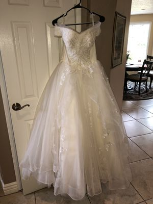 Vintage wedding dress strapless, corseted, tied up back for Sale in Santa Clarita, CA