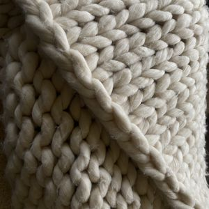 Chunky knitted blanket for Sale in San Gabriel, CA