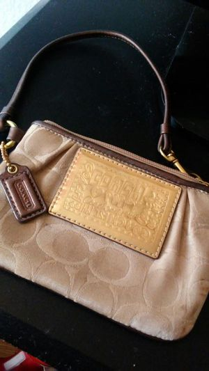 Coach signature poppy wristlet for Sale in Gilroy, CA