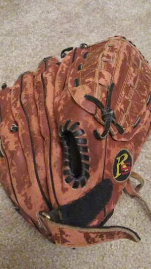 Left hand baseball glove 12.5 inch for Sale in Butler, WI