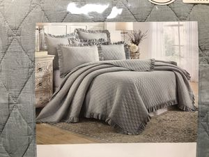 """New King Size Quilt Set with Pillow Shams Levtex Home """"Sandwashed"""" for Sale in Wake Forest, NC"""