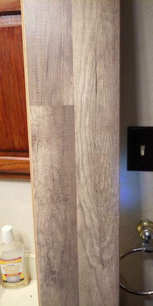 Handscraped oak laminate flooring 335sqft for Sale in Fort Worth, TX