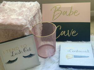 Pink /Gold girly bedroom room decor set for Sale in Upper Marlboro, MD