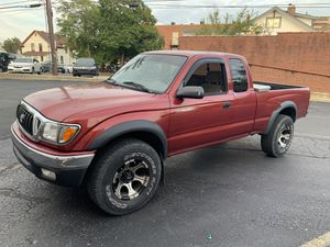 2004 Toyota Tacoma sr5 4x4 for Sale in Columbus, OH