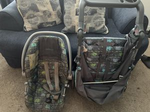 Car seat and stroller for Sale in Suffolk, VA