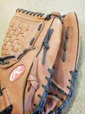 "12.5"" Rawlings baseball softball glove for Sale in Inglewood, CA"