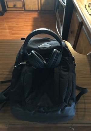 Backpack and wireless headphones new for Sale in Fresno, CA
