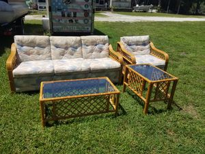 Living set with pull out bed for Sale in Ruskin, FL