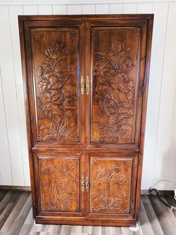 Henroden Armoire for Sale in Oakville,  WA
