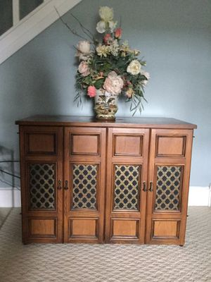 Buffet Pecan Wood Expanding Dining Table for Sale in Toluca, IL
