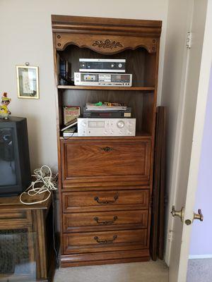 Dresser/desk for Sale in Toms River, NJ