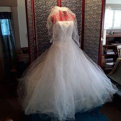 Floor length Ball room style Wedding Dress for Sale in Wichita,  KS