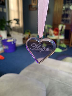 Longaberger 2006 Horizon of Hope Tie-on ~ Pink Acrylic Heart ~ NEW 2006 for Sale in Bel Air, MD