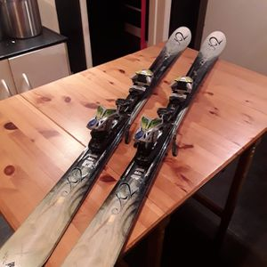 EXCELLENT CONDITION! T9 Lotta Luv 126 cm Skis ​+ Marker Piston M1 11.0 TC Bindings - RETAIL $280 for Sale in Seattle, WA