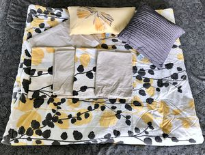 Full/ Queen Size Double - Sided Comforter Sheet Set for Sale in St. Petersburg, FL