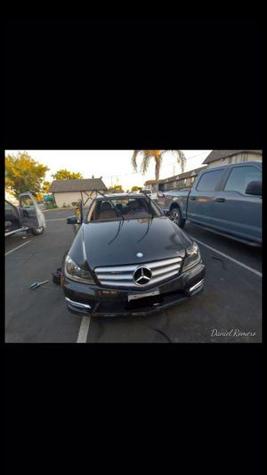 Replace broken windshields for any type of car/trucks and year for Sale in Selma, CA