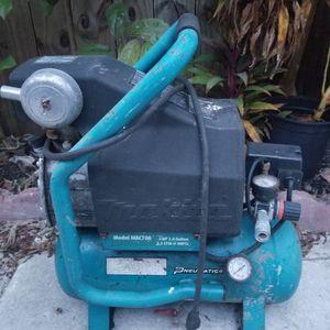 Makita Air Compressor 2.6 Gallon for Sale in Miami, FL
