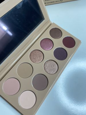 KKW beauty eyeshadow pallet for Sale in Long Beach, CA