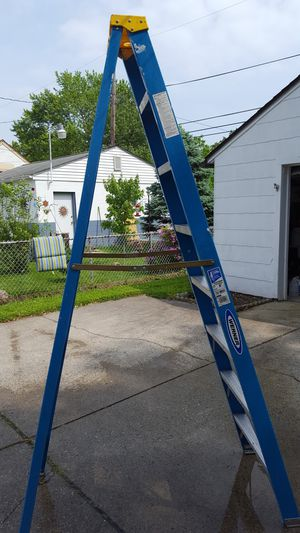 8 ft Werner fiberglass ladder for Sale in Columbus, OH