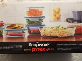 18 Pc Pyrex Snapware for Sale in Riverside,  CA