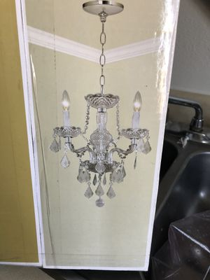 Hampton bay crystal and plastic chandelier for Sale in Fresno, CA