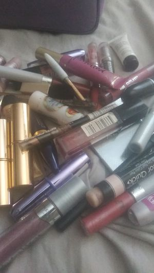 Free with a purchase of $50 or more items in my page. Ladies accessories,Lipgloss, eyeshadow,lipstick,Aldo mirror, pencil ,with Estee lauder bouch for Sale in Atlanta, GA