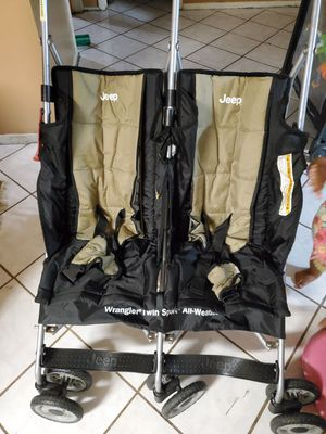 Jeep strollers!!!! In perfect conditions negotiable for Sale in Fort Pierce, FL