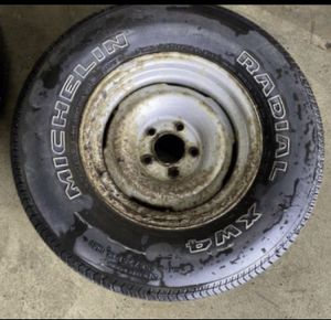 MICHELIN *ONE TIRE* 235/75 R15 for Sale in Naperville, IL
