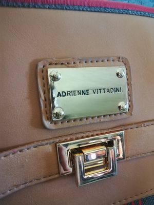 Adrienne vittadini messenger bag for Sale in Hemet, CA