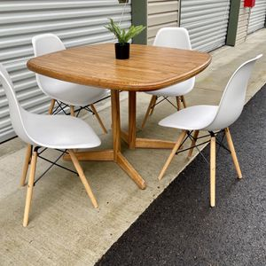 MCM Dining Table and Chairs for Sale in Vancouver, WA