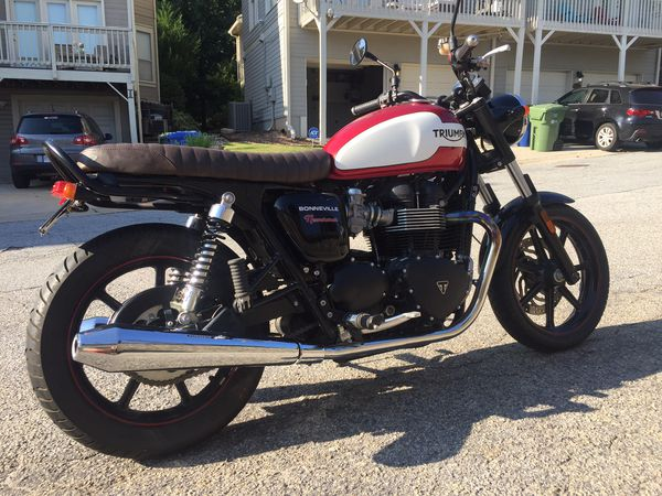 Triumph Bonneville 2015 practically brand new