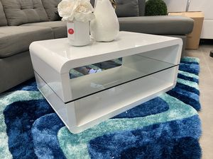 White new glossy coffee table for Sale in Pompano Beach, FL