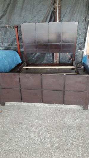 <subject:Fwd:> Expresso brown queen size bed frame headboard footboard slats $135 for Sale in Ocala, FL