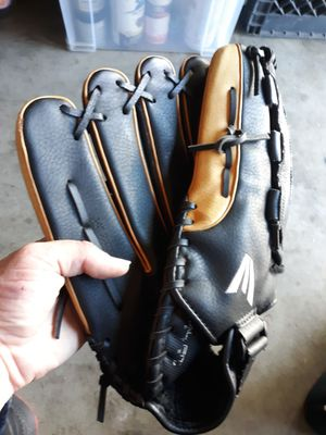 """""""New"""" Easton baseball glove for Sale in Buena Park, CA"""