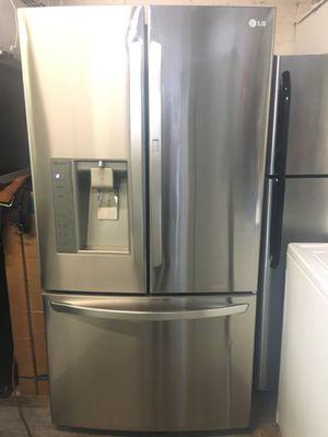 36inch THREE DOOR LG REFRIGERATOR DOOR IN DOOR, CUBED/CRUSHED ICE MAKER AND WATER 💦 for Sale in Placentia, CA