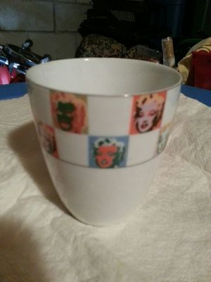 Marilyn Monroe collection porcelain glass cup. for Sale in Newark, NJ