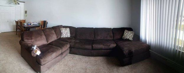 3 Piece sofa with chaise for Sale in Macomb,  MI