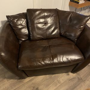 Leather Brown Couch for Sale in Enumclaw, WA