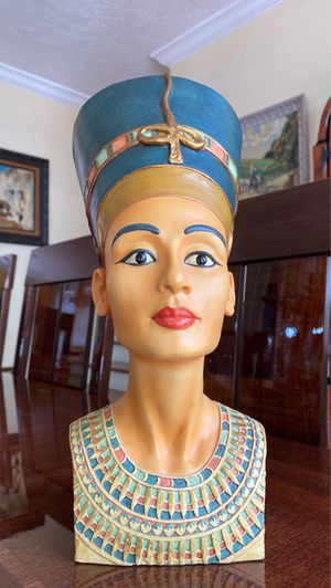 Clarenese signed 13 inch Egyptian beauty statue for Sale in Riviera Beach, FL