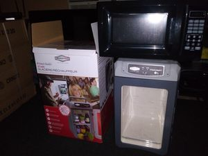 RoadPRO Snack Master Cooler/Warmer and Walmart Microwave for Sale in El Monte, CA